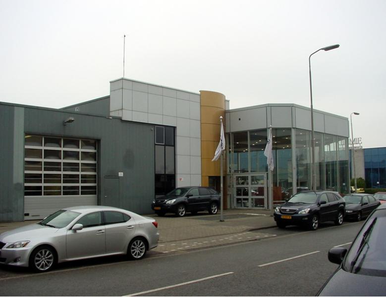 ... transformatie voormalige Porsche dealer naar Lexus dealer te Eindhoven Lexus Eindhoven
